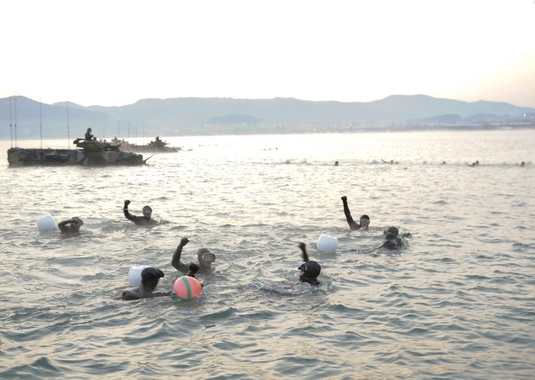 전투수영.jpg