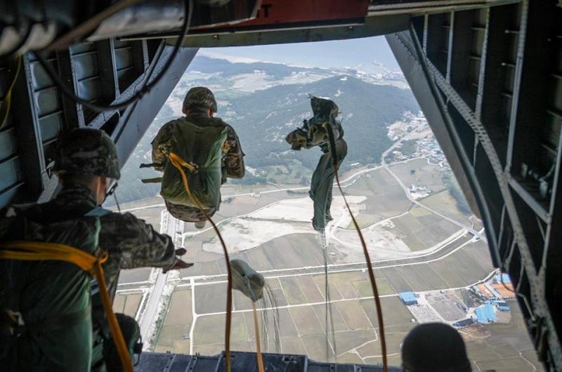 해병대정기강하훈련.jpg