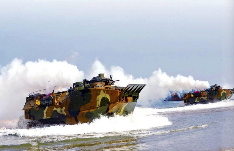 해병대상륙돌격장갑차.jpg