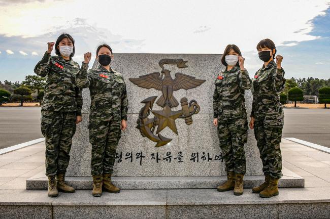 해병대 여군들, 소아암 투병 환자 위해 모발 기증 1.jpg