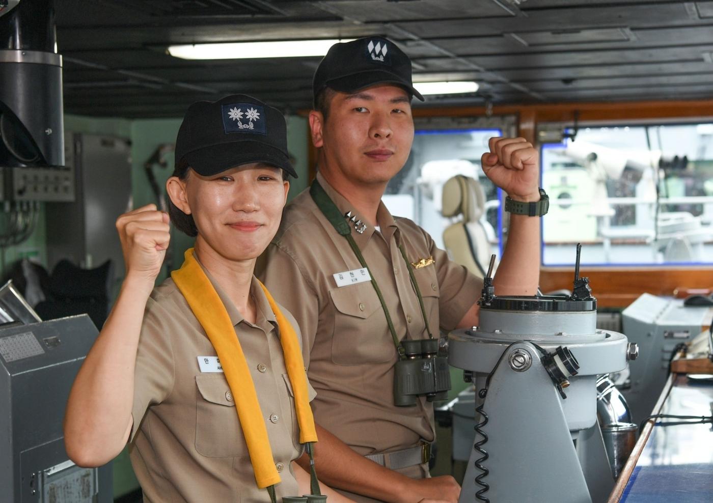 해군 최초 여군 상륙함  함장 4.jpg