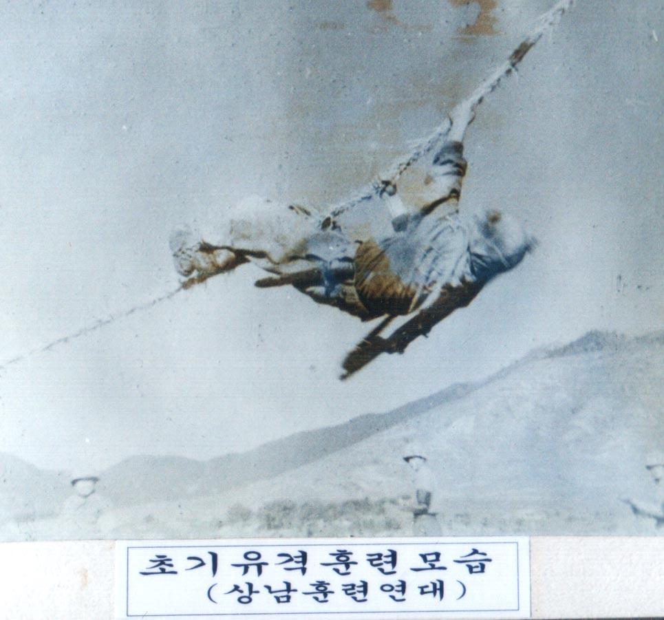 해병대초기 유격훈련모습과 상남훈련연대정문 2.jpg