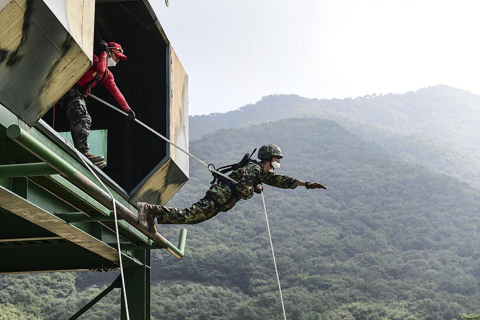 해병대2사단 상승여단 고강도 산악훈련.jpg