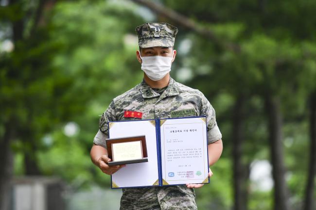 해병대2사단 상승여단 유환욱 중위.jpg