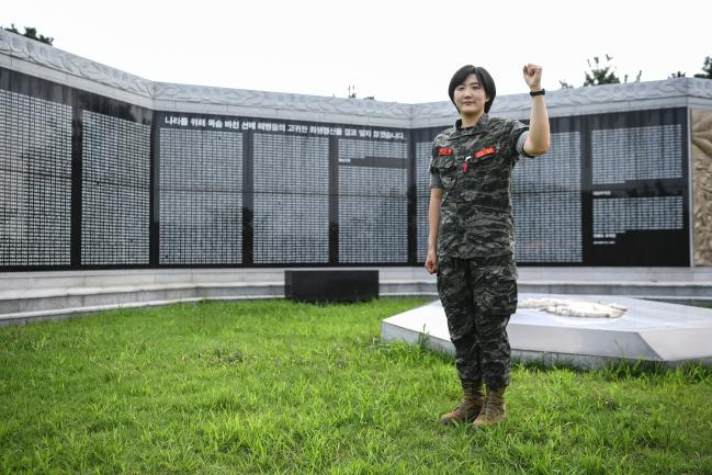 해병대교육훈련단 이수연 중위(진).jpg