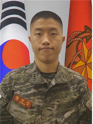 정현웅 대위 해병대사령부(미 육군성 군수고군반).jpg