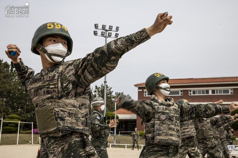 해병대 신병 1268기 5교육대 4주차 – 수류탄투척 훈련.jpg