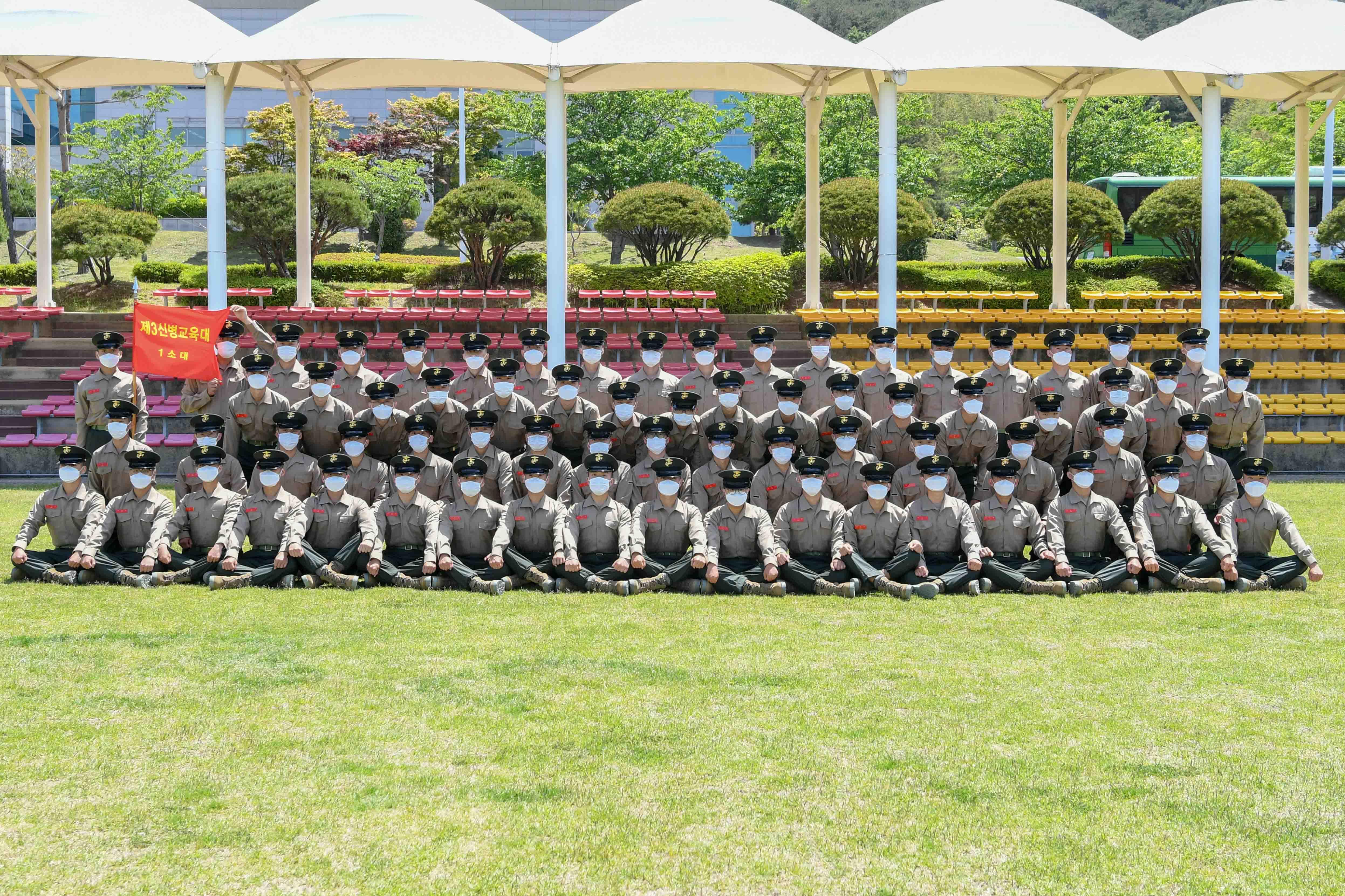 신병1268기 3교육대 수료 기념 단체사진 1.jpg