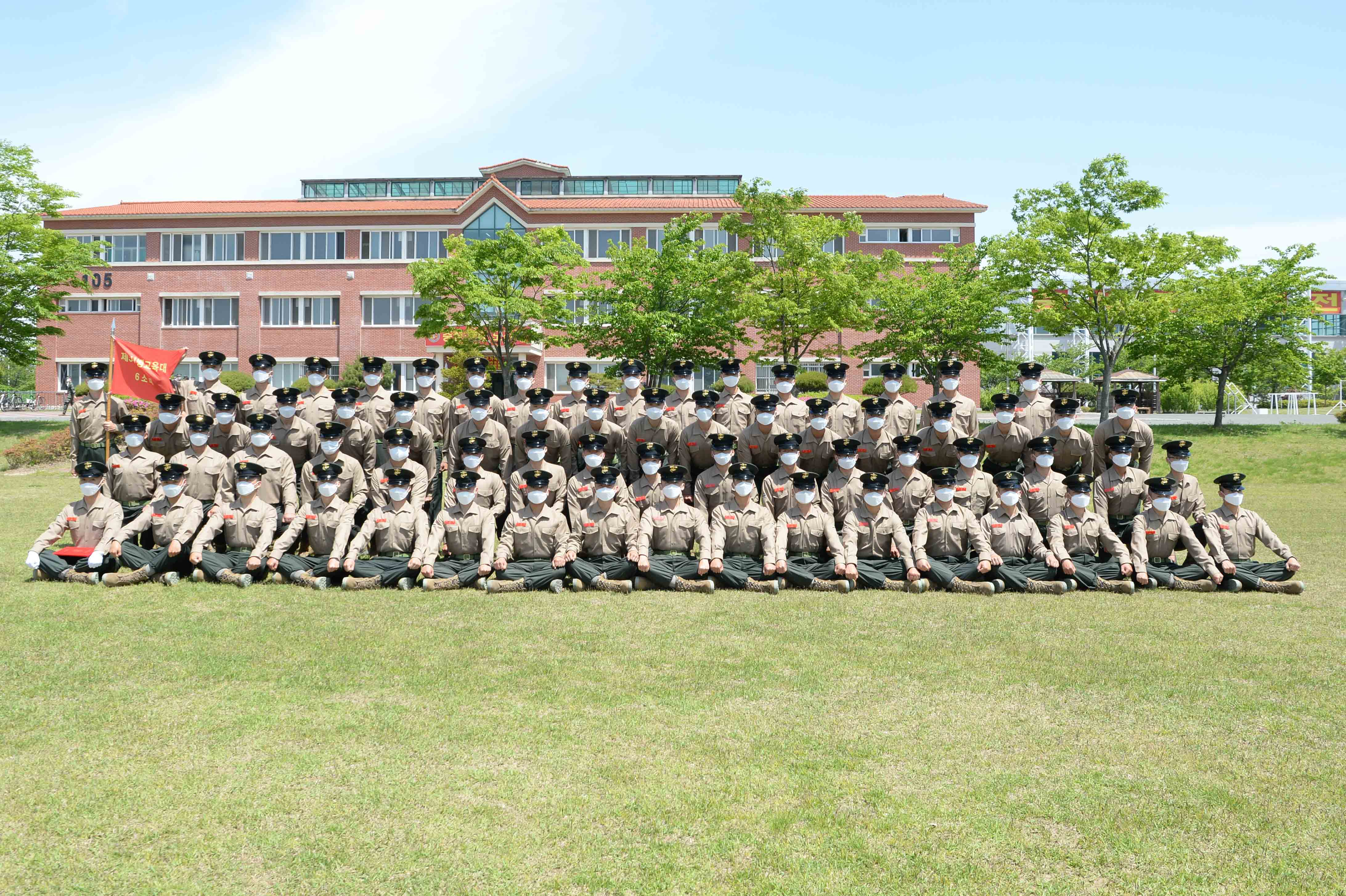 해병대 신병 1268기 5교육대 수료 기념 단체사진 5.jpg