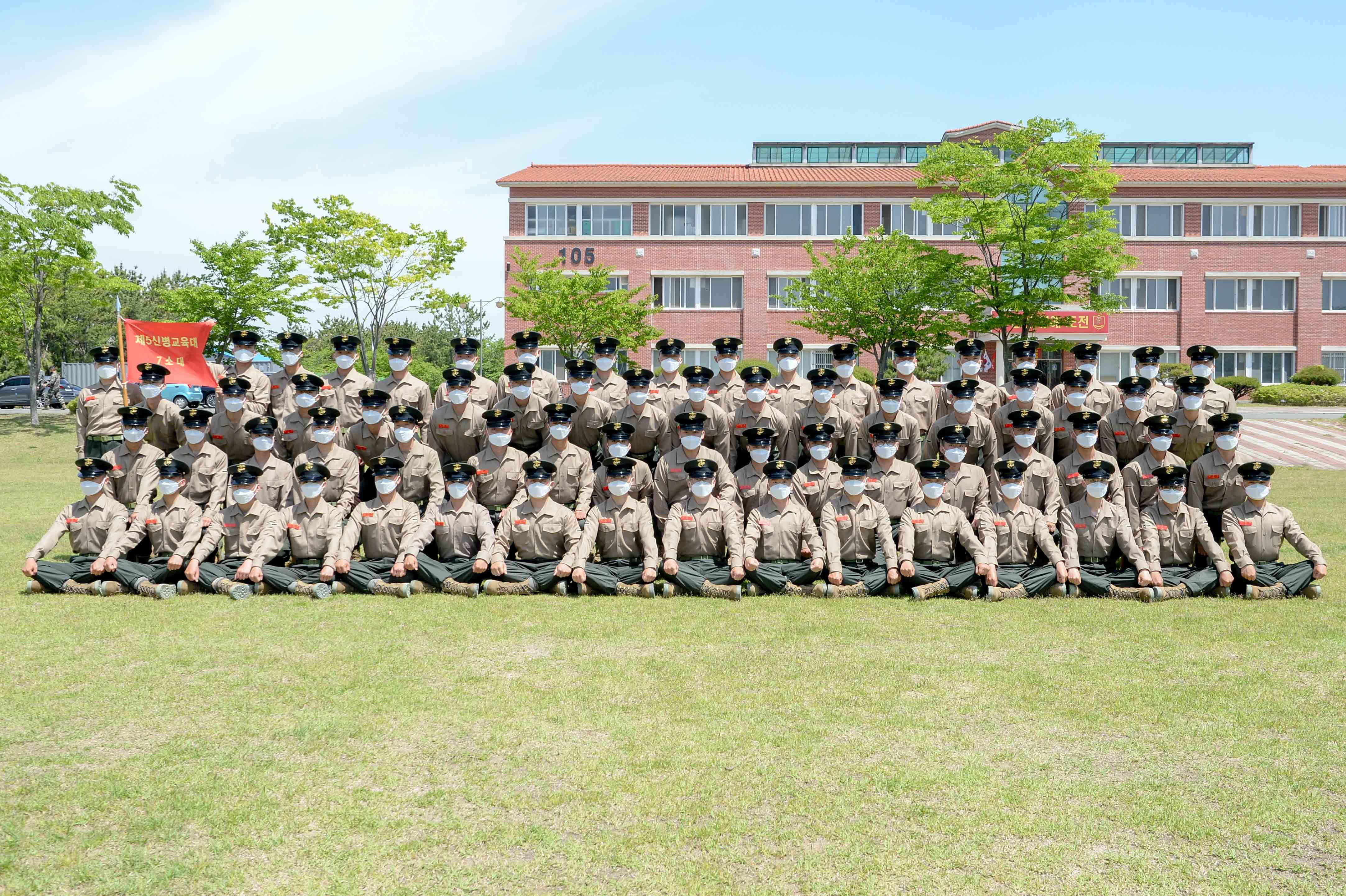 해병대 신병 1268기 5교육대 수료 기념 단체사진 6.jpg