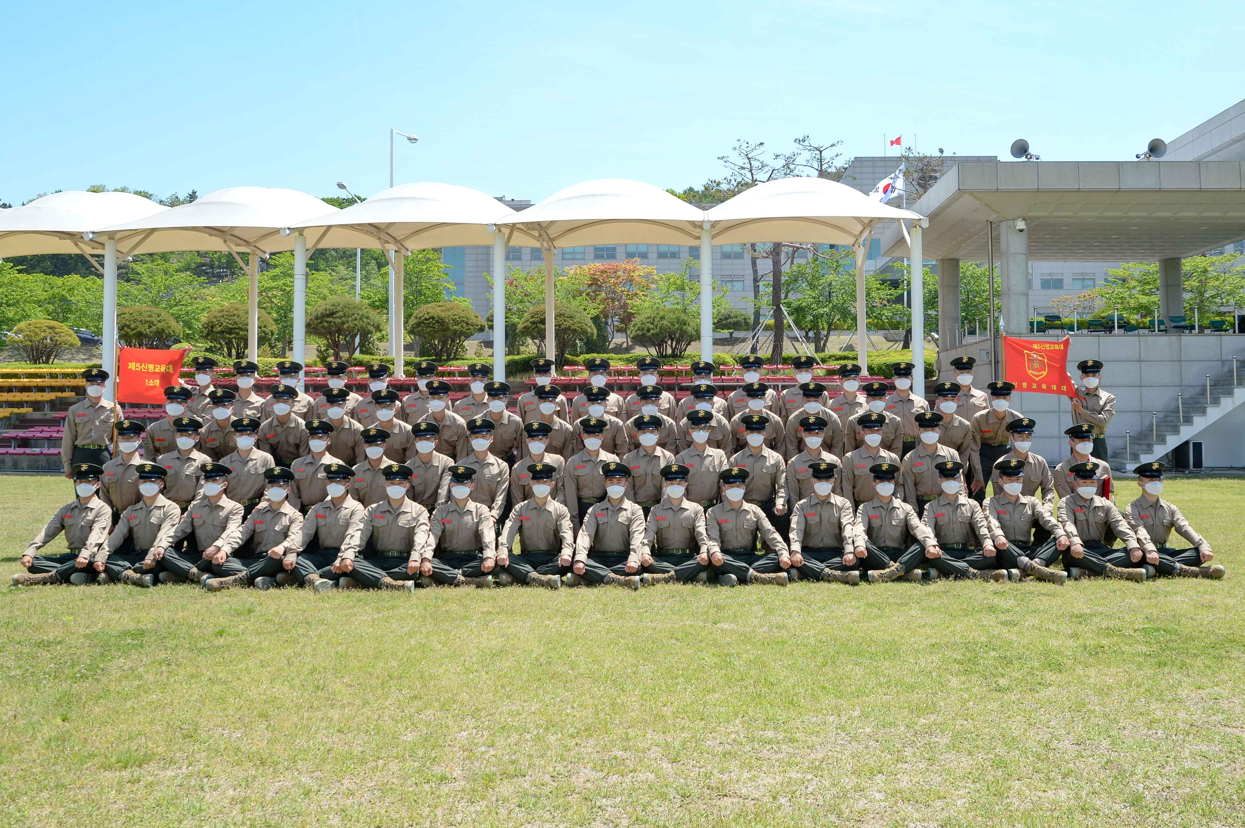 해병대 신병 1268기 5교육대 수료 기념 단체사진 1.jpg
