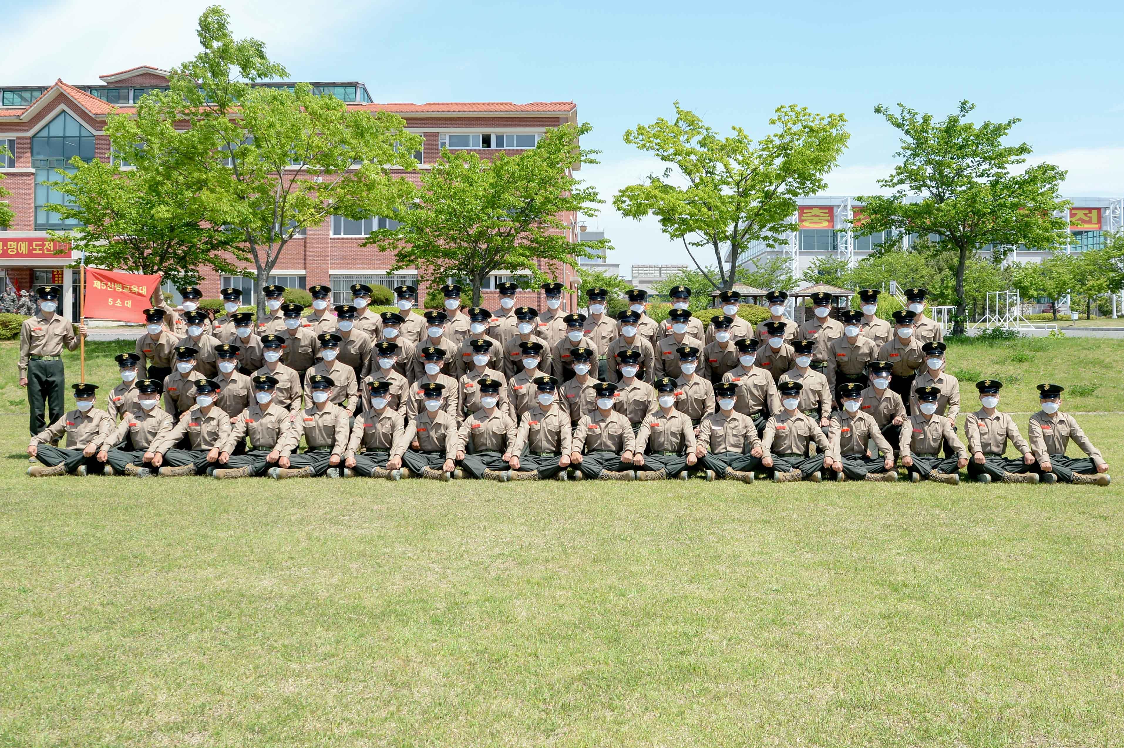 해병대 신병 1268기 5교육대 수료 기념 단체사진 4.jpg
