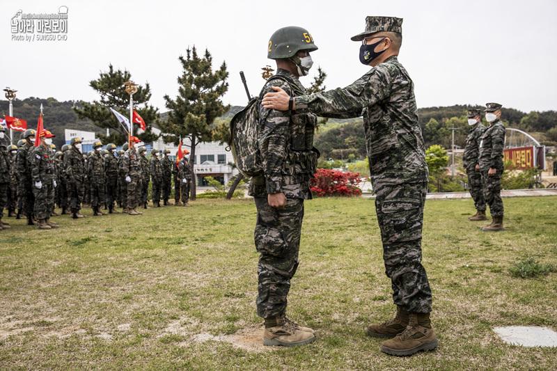 해병대 신병 1268기 3,5교육대 극기주 - 빨간명찰수여식 2.jpg