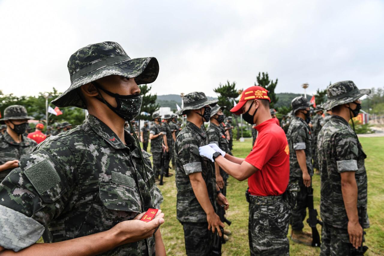 해병대 부사관후보생 390기 빨간명찰수여식 1.jpg