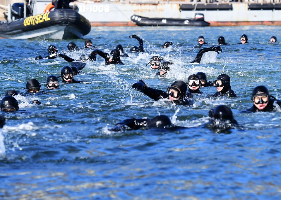 해군 심해잠수사 SSU 혹한기훈련 9.jpg