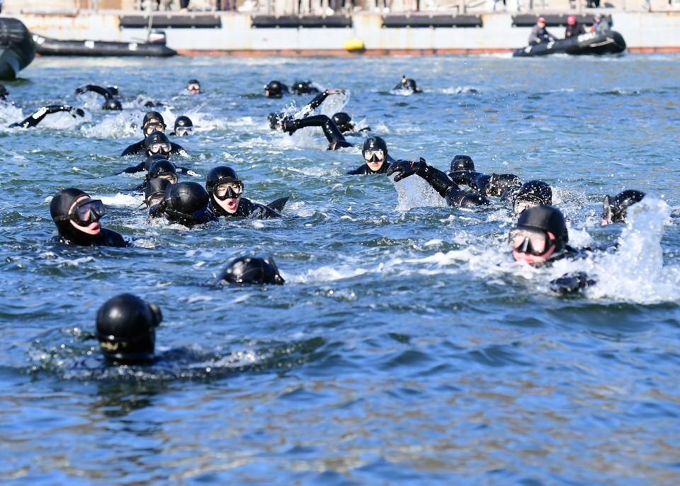 해군 심해잠수사 SSU 혹한기훈련 10.jpg
