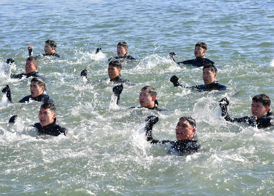 해군 심해잠수사 SSU 혹한기훈련 5.jpg